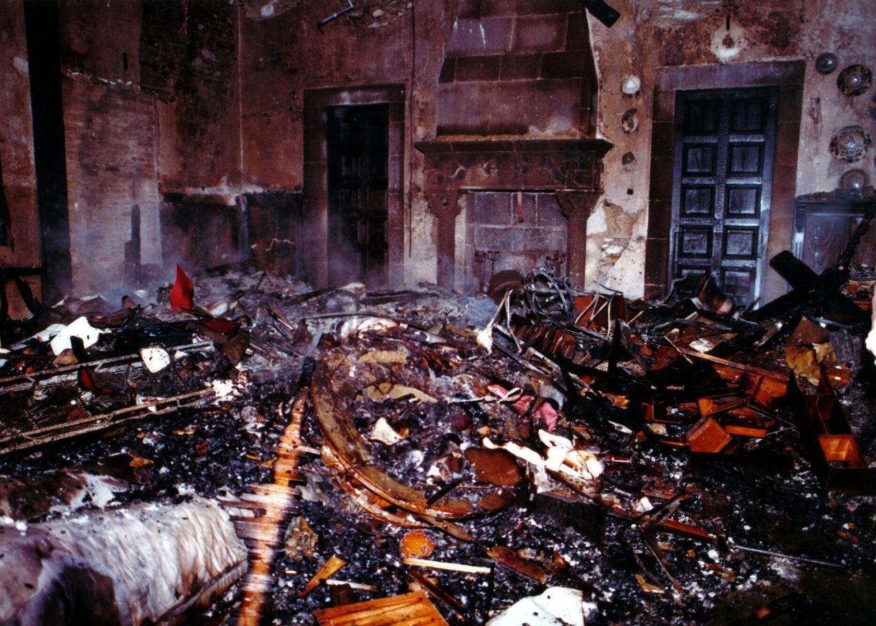 Estado en que quedó el salón donde se reunía el Consejo de Ministros después del incendio
