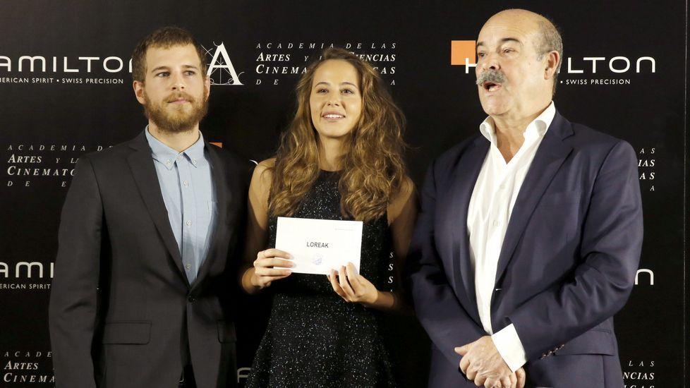 Álvaro Cervantes, Irene Escolar y Antonio Resines, tras anunciar la película seleccionada.