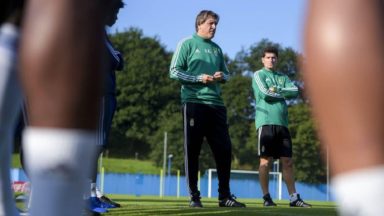 Javi Rozada Real Oviedo Vetusta Requexon.Sergio Egea en El Requexón, con José Luis Baroja en segundo plano