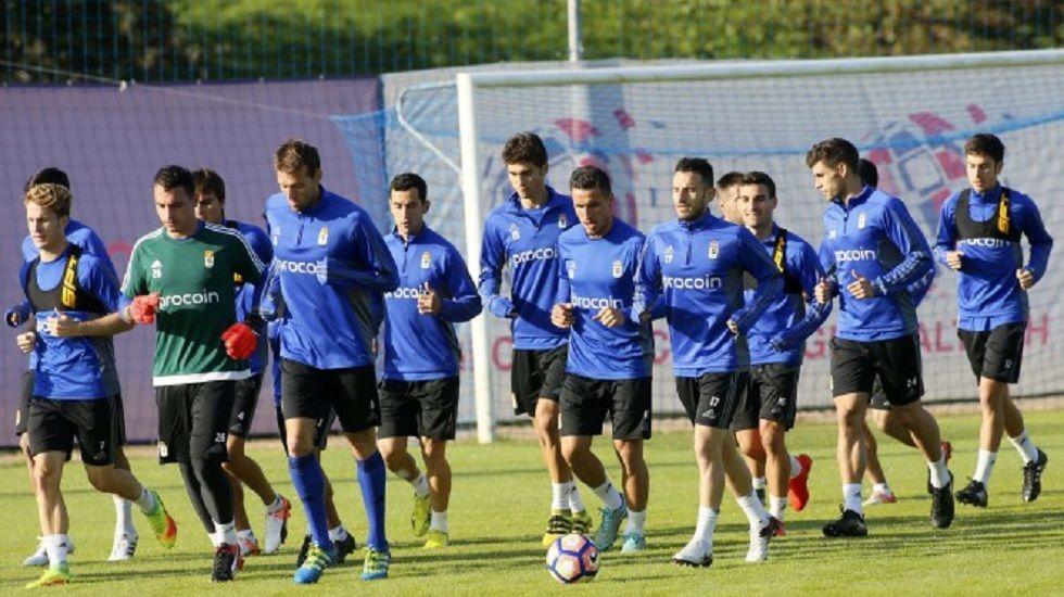 Los jugadores del Real Oviedo en una sesión de entrenamiento