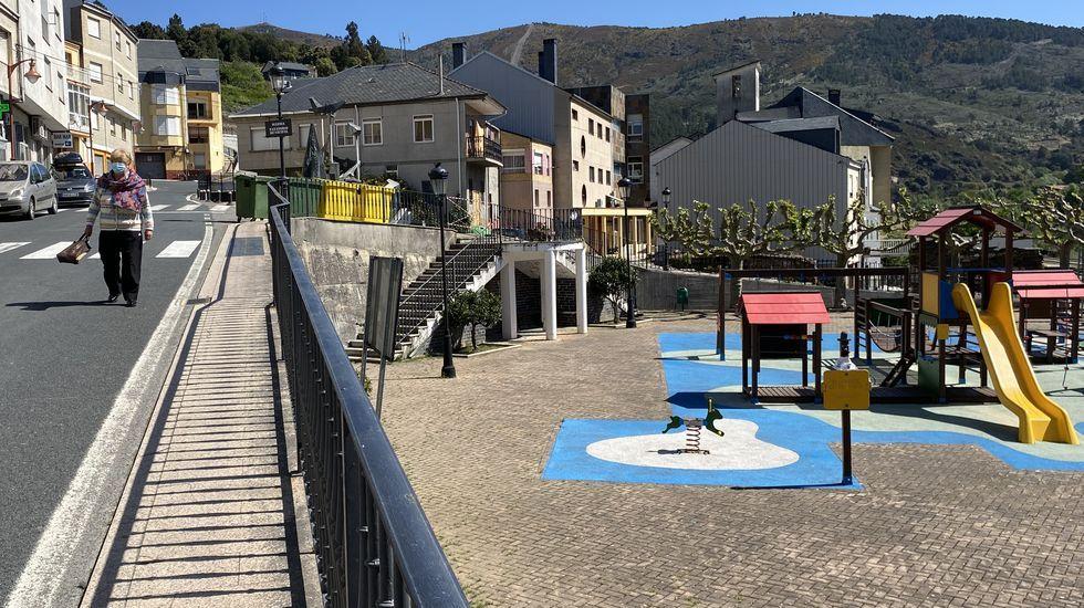 El parque infantil de Sobradelo está cerrado