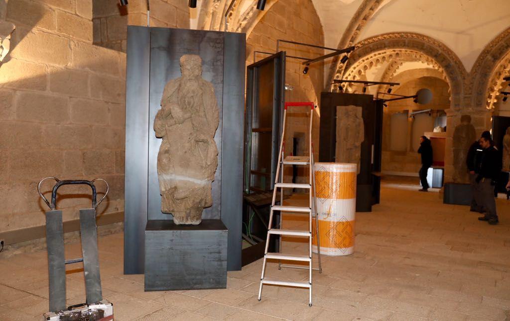 Inicio de la recogida de la exposición sobre el maestro Mateo en la catedral