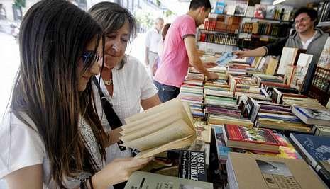 Las casetas cambiarán de aspecto este año y podrán acoger firma de libros en su interior.