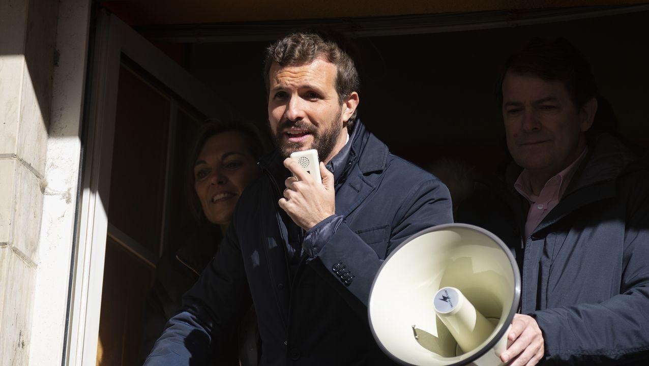 El PP se reafirma en la variante de Carballo y carga contra Sánchez.Merkel enciende una vela en la placa que recuerda a las víctimas del regimen comunista