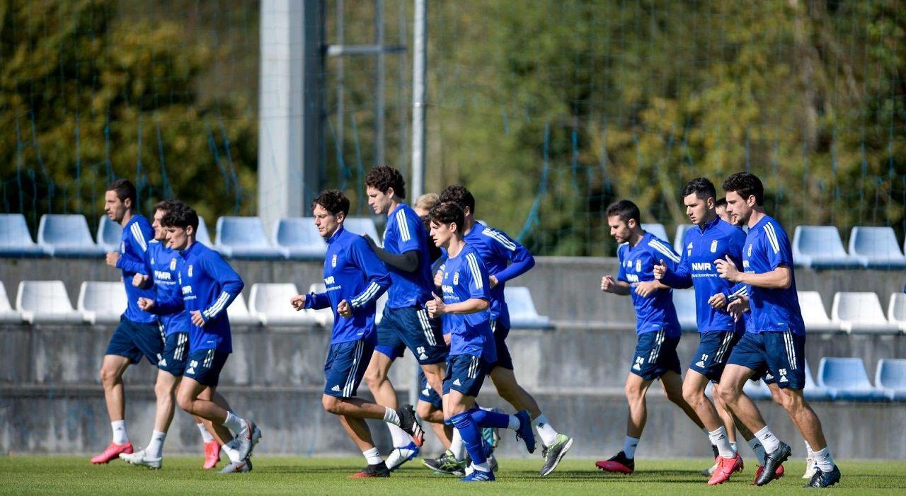 Tejera Real Oviedo Logroñes Carlos Tartiere.Los jugadores del Oviedo en El Requexón