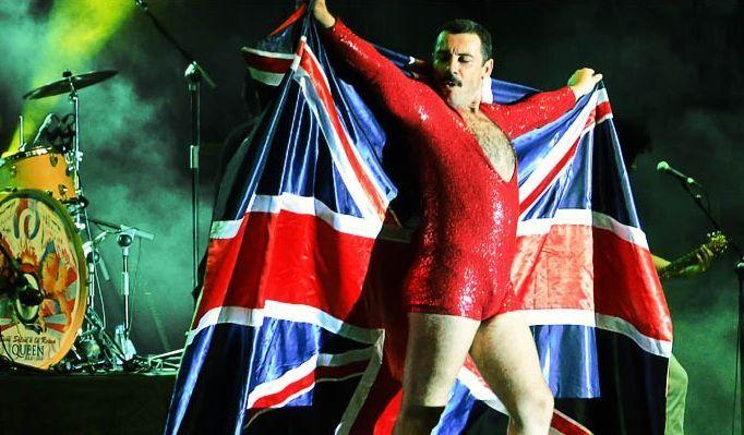 Miquel Iceta ahora baila «Estáis aquí» de Sidonie.El italiano Piero Venery, alter ego de Freddie Mercury, y su banda visitan Santiago con Remember Queen.