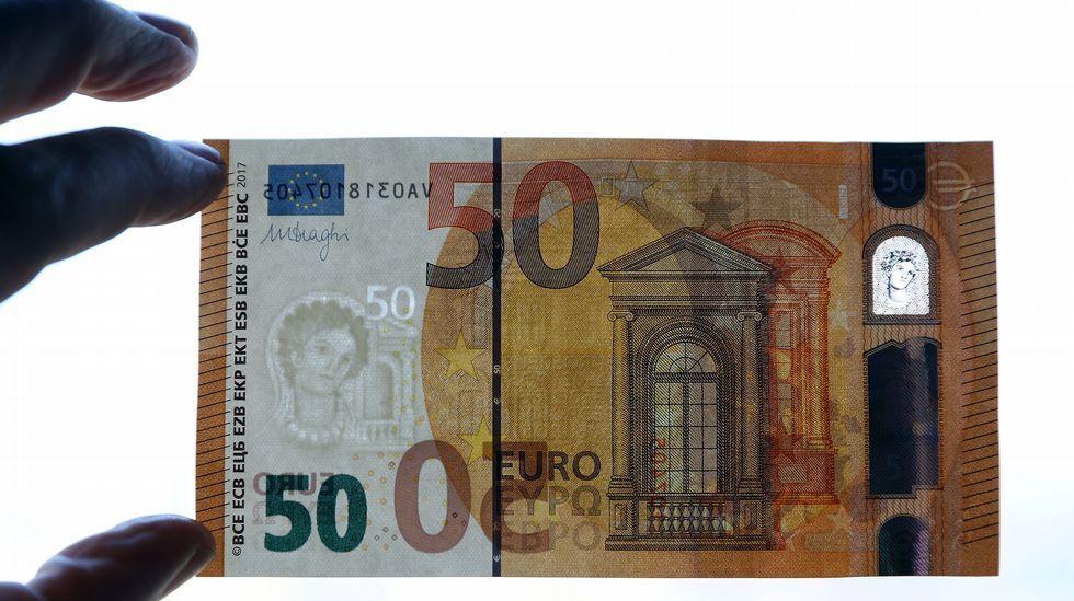 Así es el nuevo billete de 50 euros.Almacén de Amazon en Madrid, durante el Black Friday del 2015