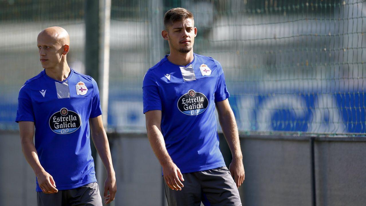 Las mejores imágenes del Deportivo - Almería.En primer término, Lampropoulos, Santos y Koné en un entrenamiento