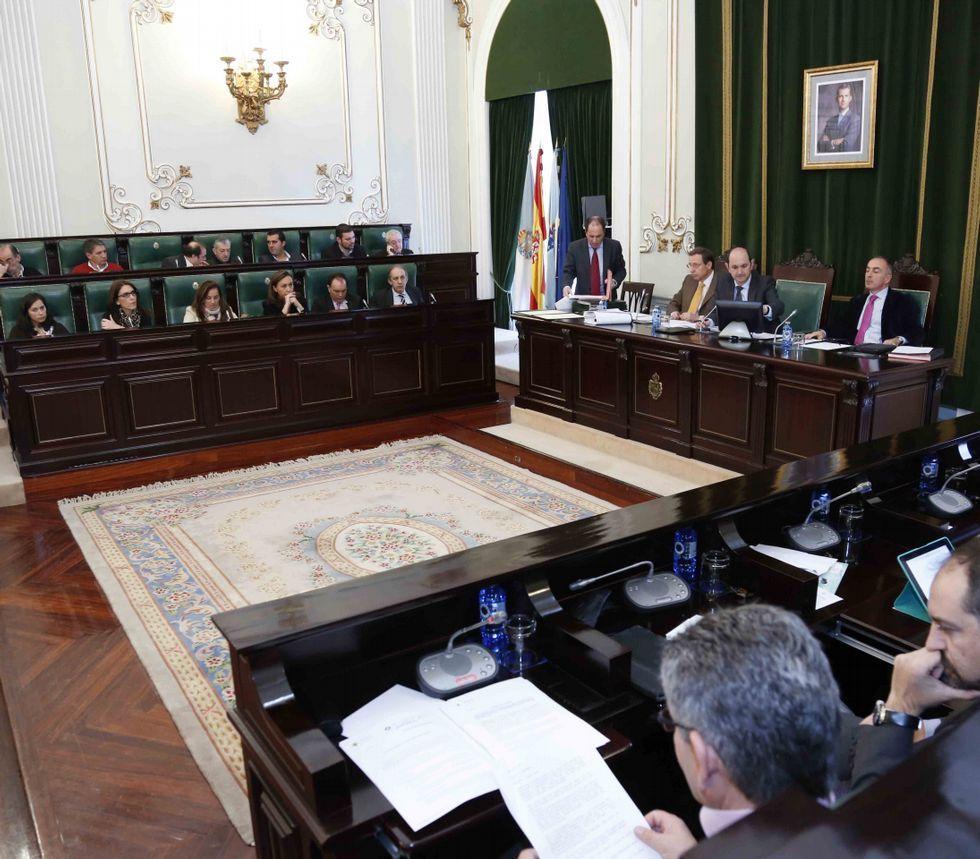 El pleno de la Diputación aprobó el programa ayer con el apoyo de Partido Popular, PSOE y BNG.