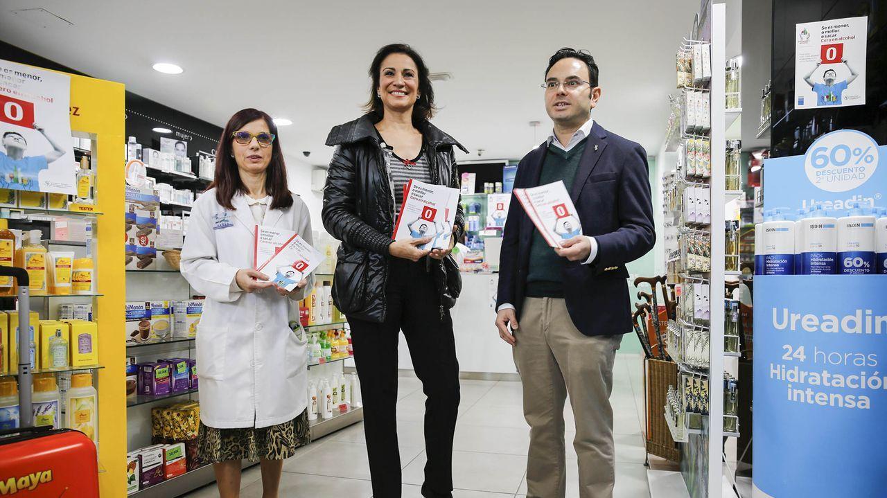 Silvia Jato, en la campaña de los farmacéuticos de Ourense para prevenir el consumo de alcohol en menores.El polígono de San Cibrao das Viñas, el principal foco industrial de Ourense