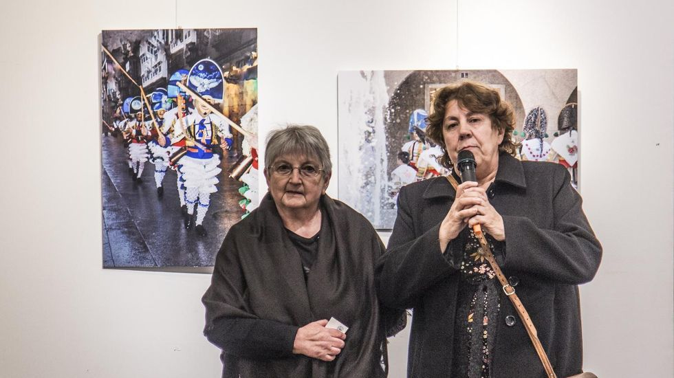 Mercedes Vázquez y la edila de Cultura, Emilia Somoza, inauguraron la exposición en Verín