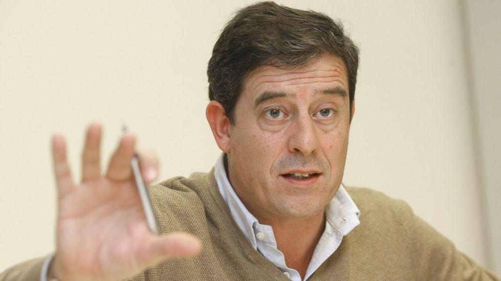 Tomás Gómez recibe el apoyo de Antonio Carmona, candidato a la alcaldía de Madrid, quien defendió la honradez del destituido.