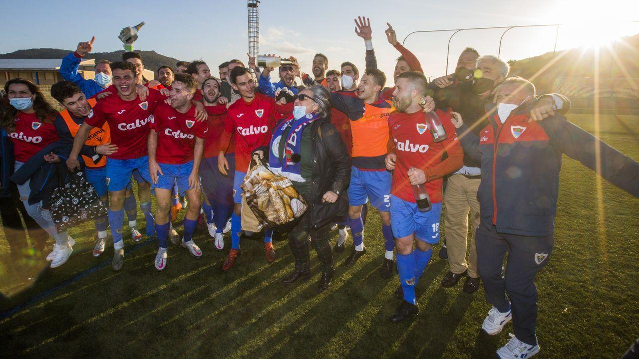 Revive en imágenes el derbi en Fisterra que le dio el campeonato al Bergantiños