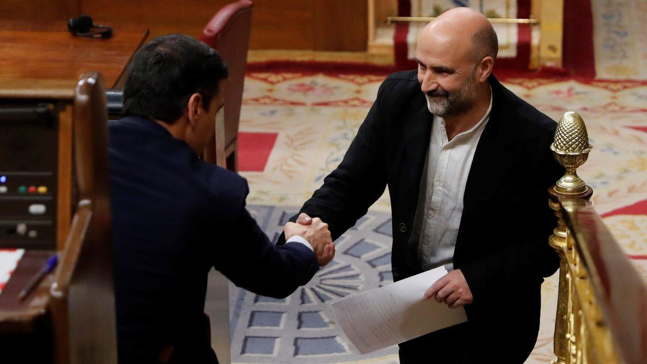Néstor Rego, diputado del BNG, saluda Sánchez