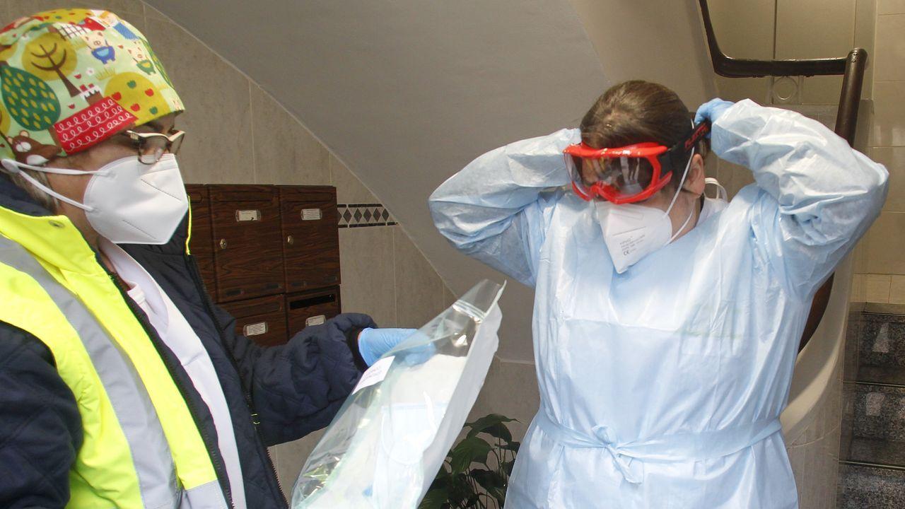 En la imagen, uno de los equipos que se encargan de realizar las pruebas PCR a domicilio