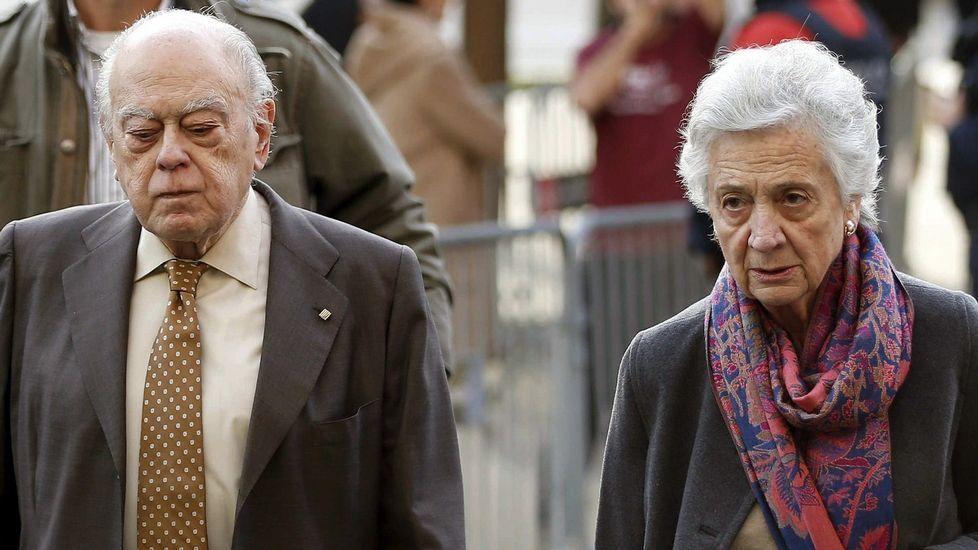 Jordi Pujol y su mujer, a su llegada a los juzgados.