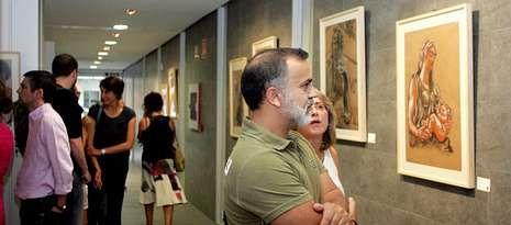 La inauguración de «Longa vida de pedra» atrajo a decenas de personas al centro sociocultural.