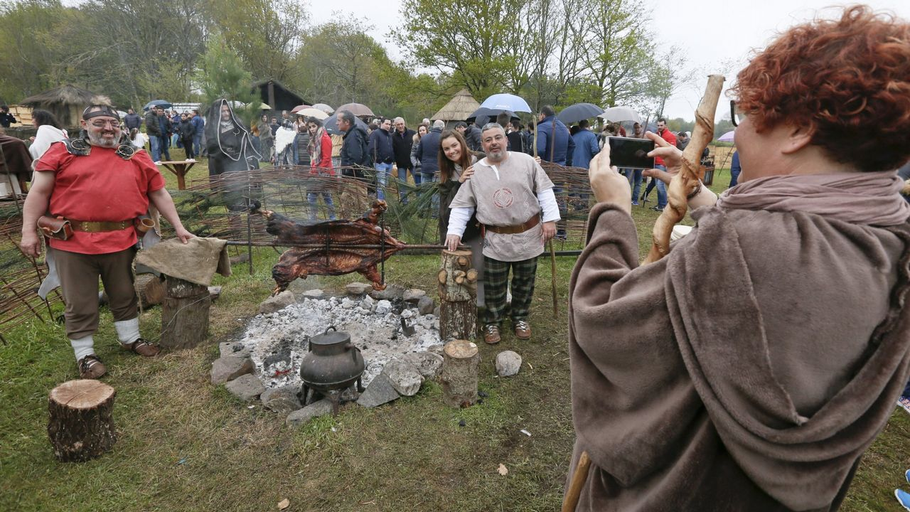 Campamentos, música, desfiles, xogos e liortas dan vida ao Friulio