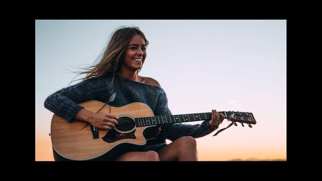 Marisa Valle Roso publica «complices», segundo single de su nuevo disco.El cantante colombiano J Balvin