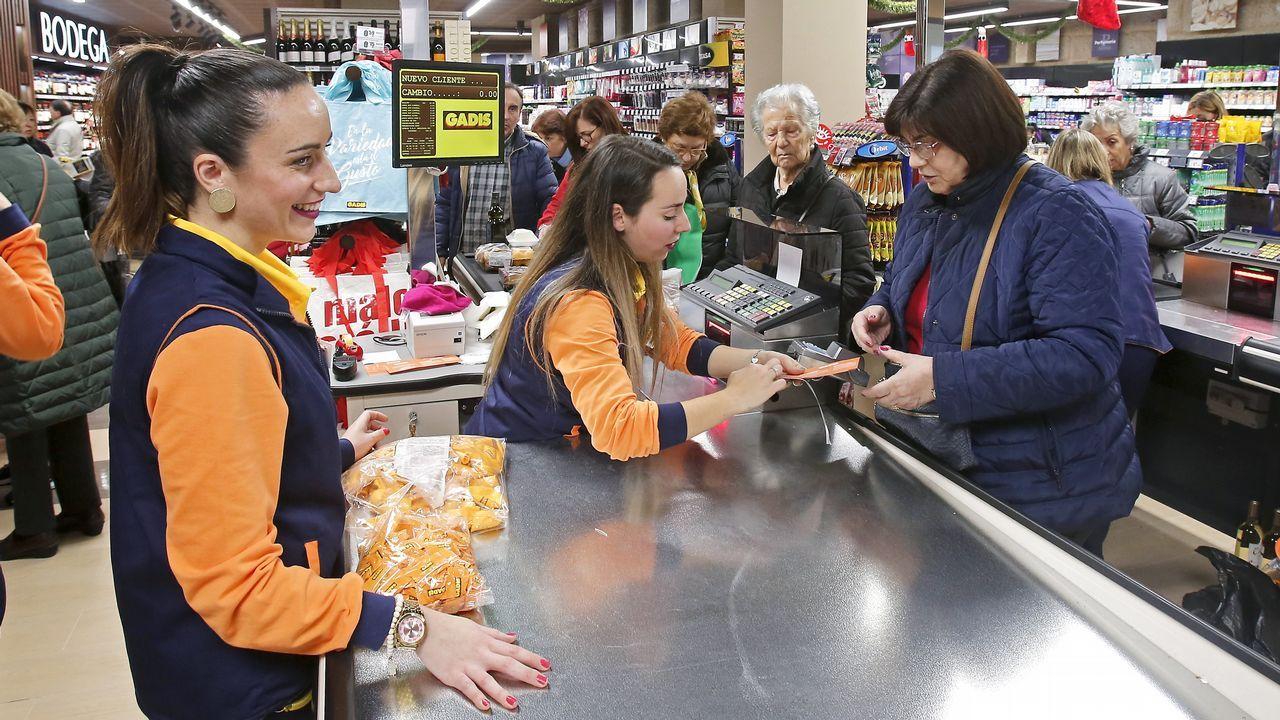 ¡Mira las imágenes que dejó el Carballo Trail Race!.Supermercado Gadis en la calle Oliva