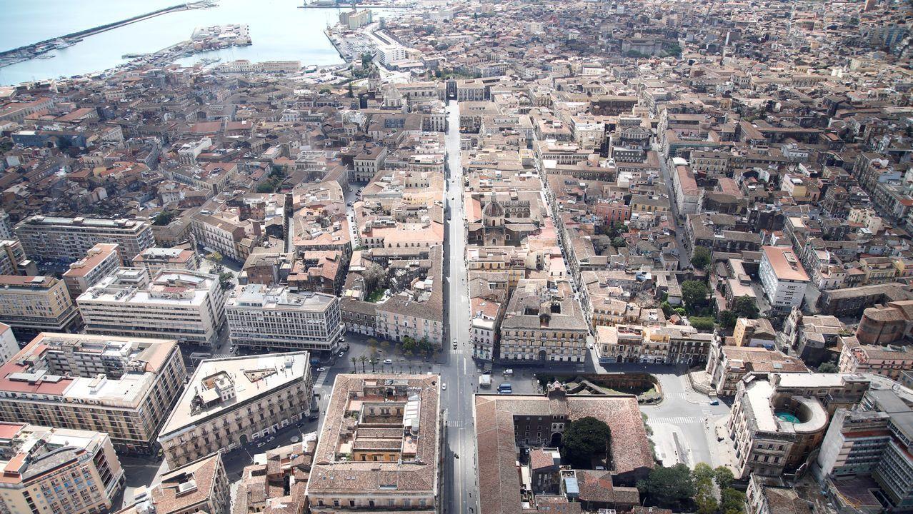 Calles desiertas en Catania, Sicilia, durante el confinamiento del país por coronavirus