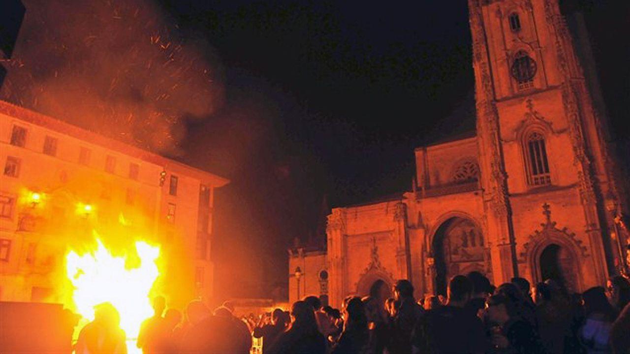 La hoguera de San Xuan en Oviedo en 2016