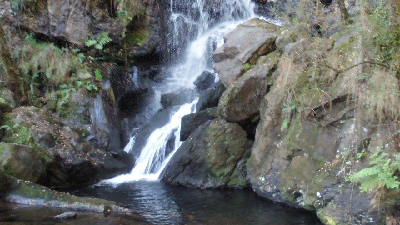 Fervenza do Rexedoiro. Una ruta con una de dificultad baja y 4kilómetros que llega hasta la preciosa cascada de 10 metros de caída.