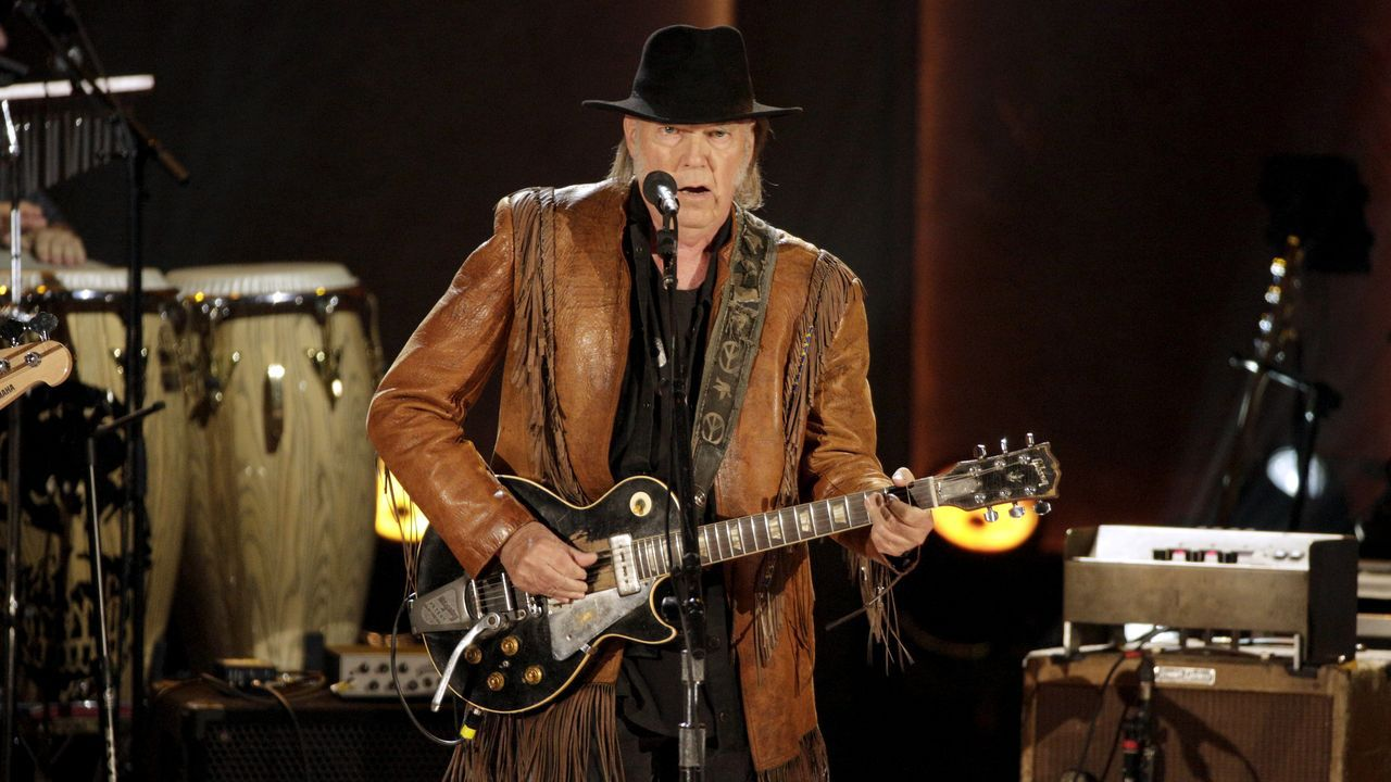 El cantante Neil Young en un concierto en el 2015 en honor a Willie Nelson, en Washington