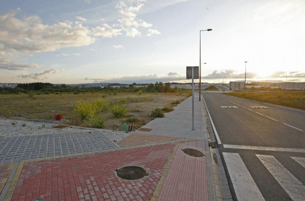Parcela de As Gándaras donde la fundación Amancio Ortega financiará una guardería pública.