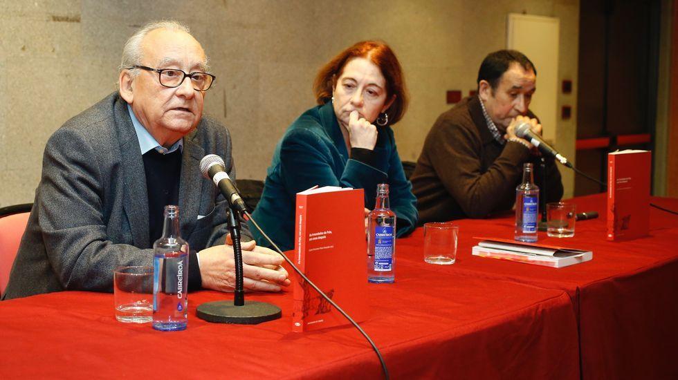 Justo Beramendi, Carmen Fernández Pérez-Sanjuán e Xosé Luís Axeitos, onte na presentación.