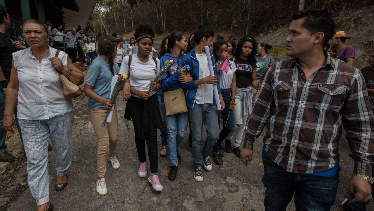 Guaidó: «Espero que la democracia española sea fuerte para hacer frente a la dictadura de Maduro».Familiares y allegados de Yhoifer Hernández, un joven de 14 años que murio tras recibir un disparo durante las protestas contra Maduro