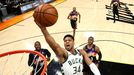 Antetokounmpo fue el mejor del choque pero no consiguió batir a los Suns, que volvieron a tener al veterano Chris Paul al mando