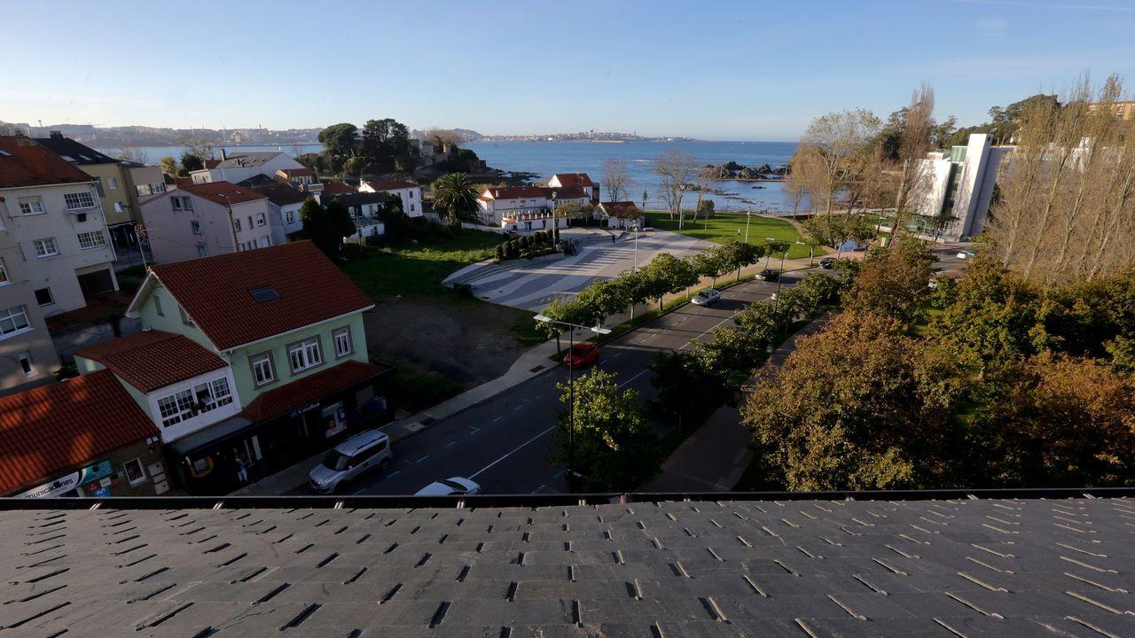 Desde el ático principal se disfrutan de unas espectaculares vistas de Santa Cruz y A Coruña