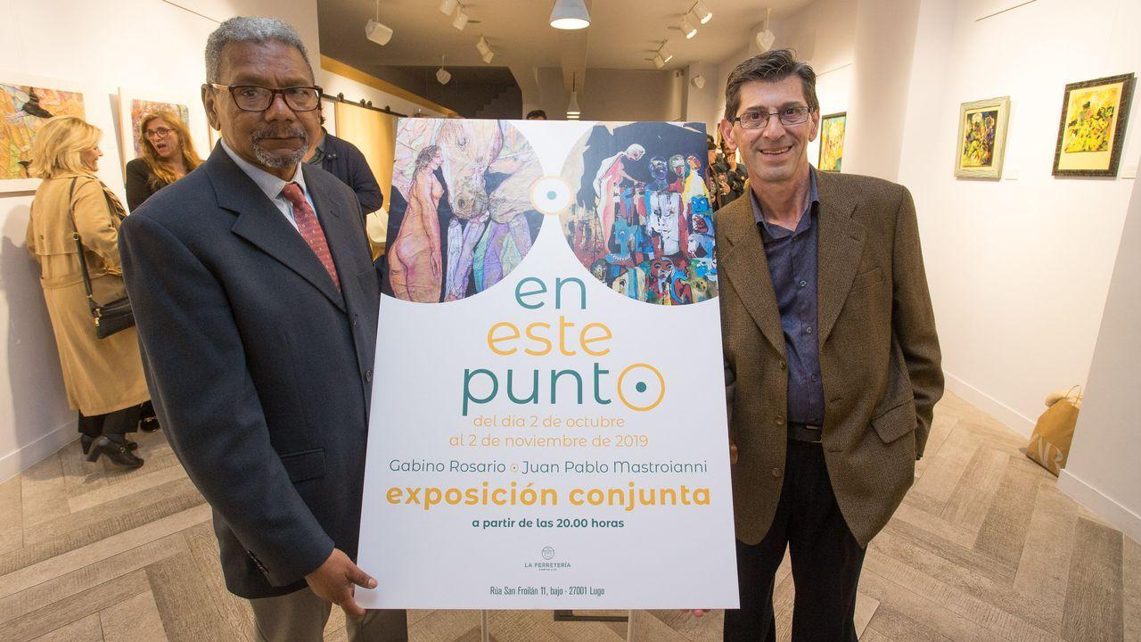 Gabino Rosario (izquierda) y Juan Pablo Mastroianni (derecha), en la inauguración de la muestra «En este punto», que está abierta hasta el día 4 en La Ferretería