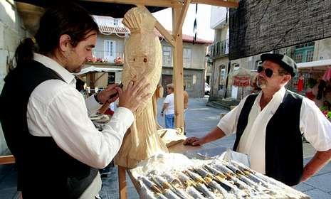 Los trajes de época tomaron el casco histórico, que amaneció con un mercado de artesanía.