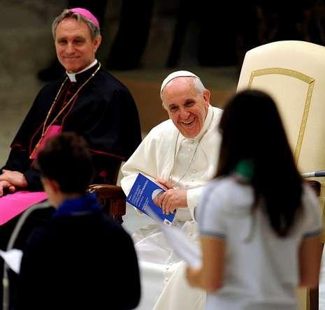 Nueva jornada de clasificación para Brasil 2014.El papa, en la audiencia de ayer.