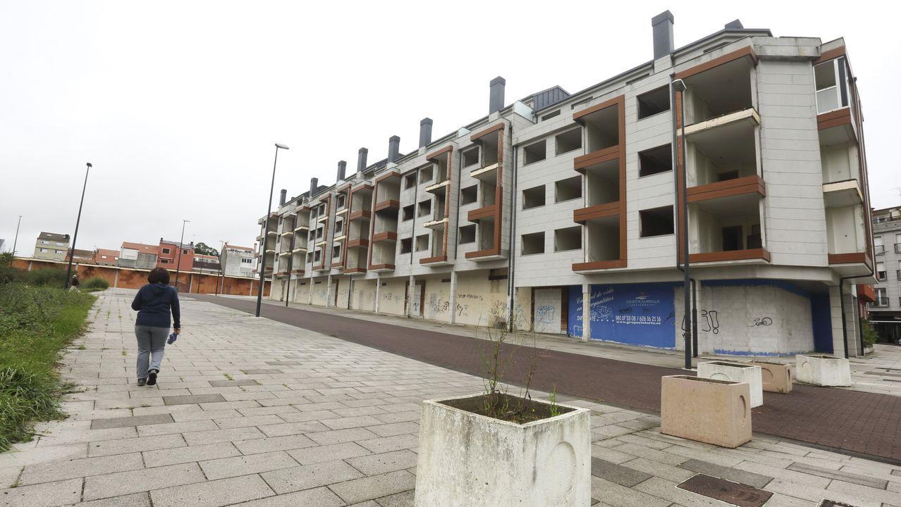 Cinco casas con piscina y jardín en Ourense.Casa rústica en Pendones, en Caso