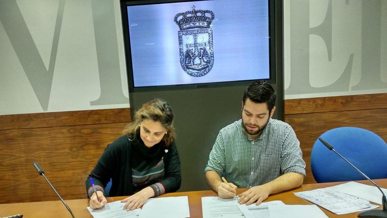 El alcalde de Oviedo, Wenceslao López, y el consejero de Educación, Genaro Alonso, ambos en el centro presentan los proyectos de los institutos de La Florida y La Corredoria.Cecilia Betancur y Rubén Rosón firman el acuerdo de colaboración entre el ayuntamiento y la universidad