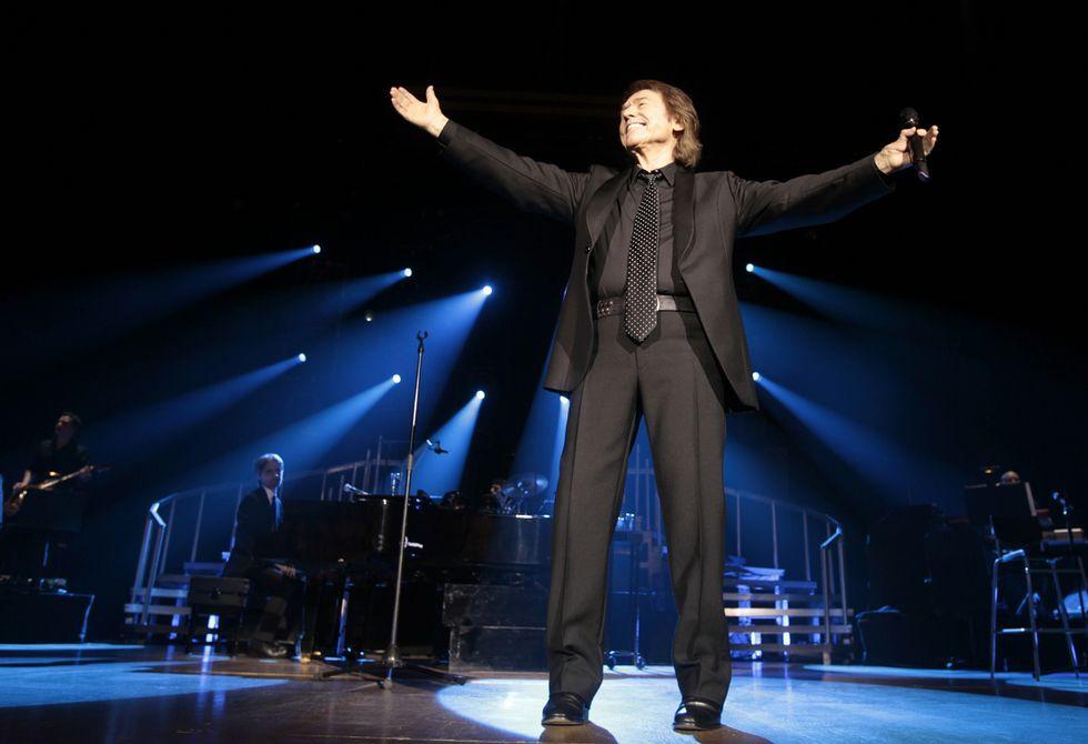 Tráiler de «Mi gran noche».El cantante jienense actuó ante una legión de seguidores que vibraron con sus grandes éxitos.