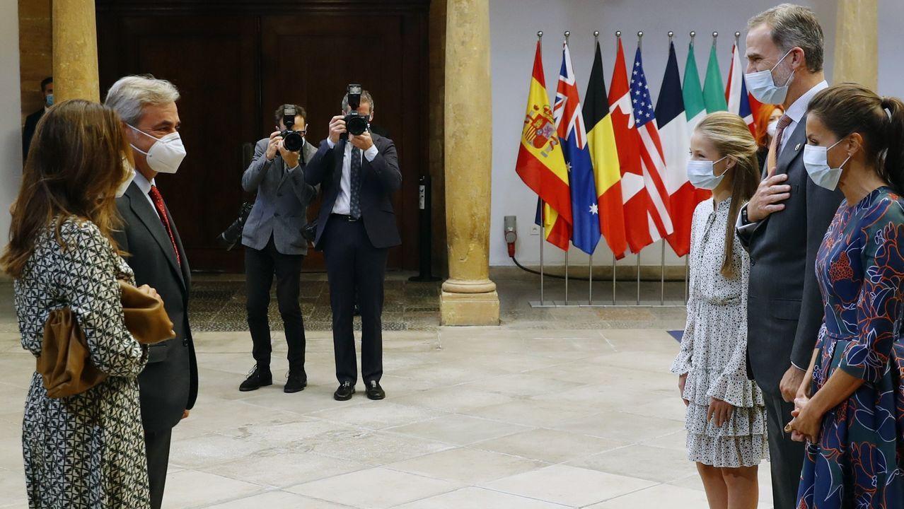 Los reyes Felipe VI y Letizia y la princesa Leonor reciben al piloto Carlos Sainz, galardonado con el Premio Princesa de Asturias de los Deportes