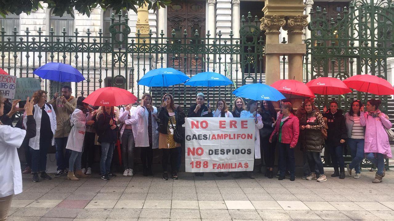 Concentración de los trabajadores de Gaes-Amplifon en Oviedo