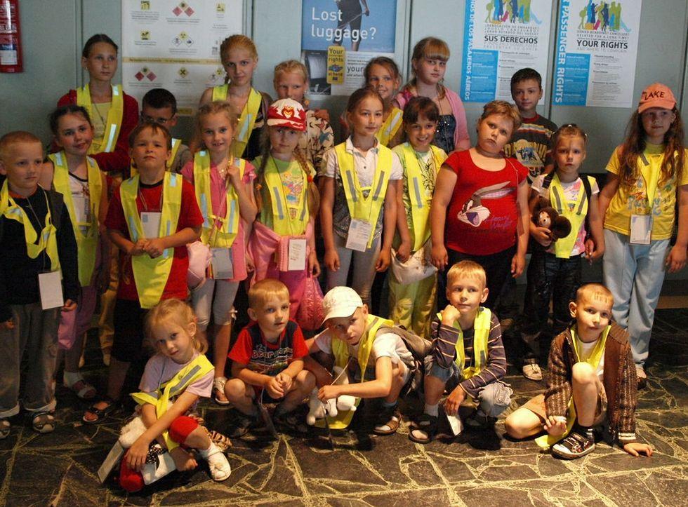 Un grupo de niños de Chernóbil de vacaciones en Galicia, durante una visita a Vigo.