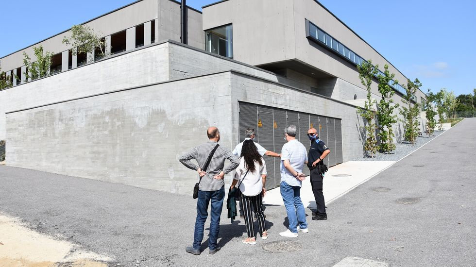 En busca de las calas ocultas.El PP de Lugo critica la desorganización y los servicios del departamento de urbanismo