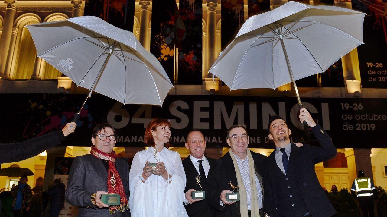 Pedro Olea, segundo por la derecha, recibió el homenaje de la Seminci
