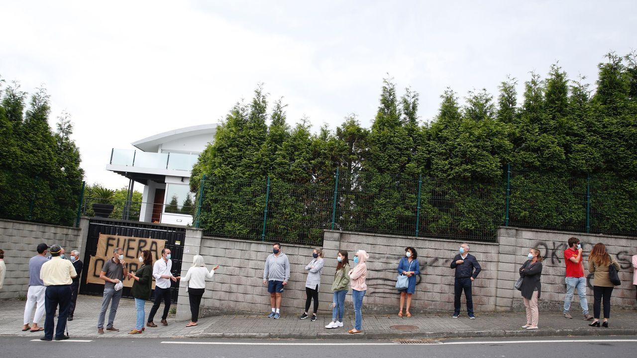 Los vecinos protestaron por la presencia de los okupas en A Zapateira