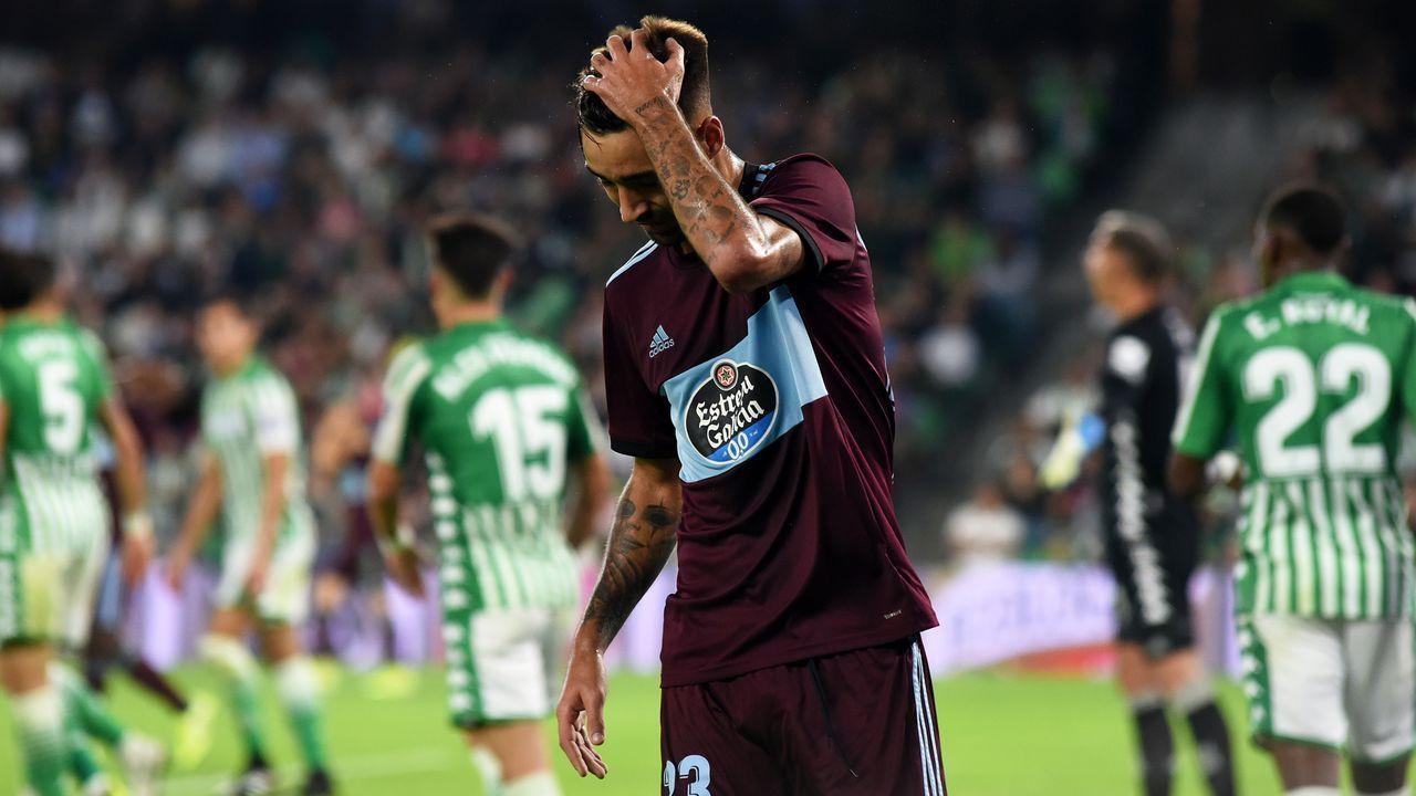 Los jugadores del Oviedo tras el encuentro ante el Extremadura