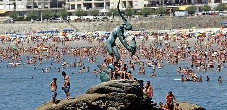 La playa de Silgar es una de las incluidas en este proyecto de protección de baño, al ser una de las más concurridas del verano.