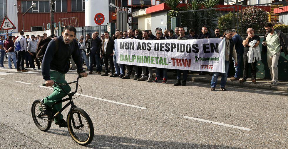 Al menos 13 muertos en un atentado contra la guardia presidencial de Túnez.Los trabajadores se manifestaron delante de la factoría de ZF en el polígono de O Caramuxo.