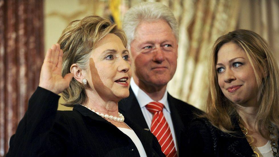 Memorial de la matanza de Srebrenica.Hillary, Bill y Chelsea Clinton