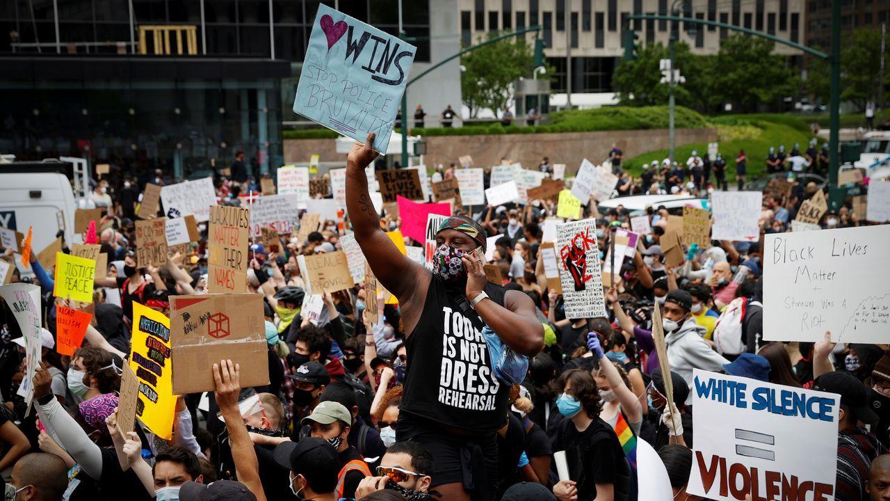 Maleza en las calles de la capital. Manhattan vivió este martes una nueva concentración en protesta contra el racismo